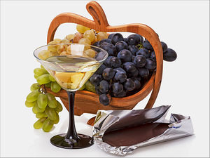 dt_150917_wine_chocolate_grapes_800x600