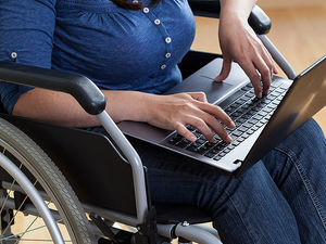 dt_151016_computer_laptop_wheelchair_800x600