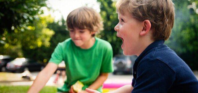 کودکی با نشاط به معنی همان رفتاردر بزرگسالی نیست.